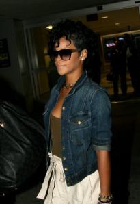 Rihanna goes curly..
